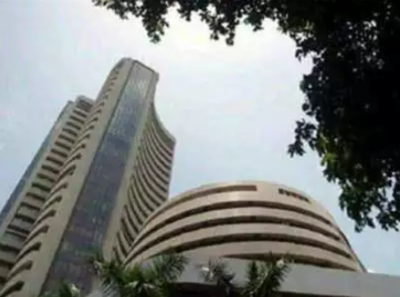 Sensex drops over 300 pts; IT stocks tank