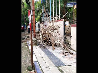 Sadashiv Peth footpath faces branch blockage