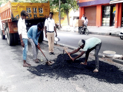 Bengaluru traffic police begin pothole fill-up task
