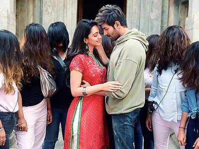 Kartik Aaryan and Kiara Advani warn against being lost in love