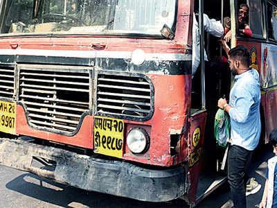 BEST, workers end deadlock, sign MoU