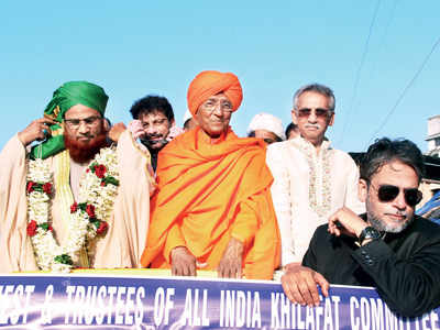 A touch of saffron in a Muslim procession