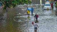 Waterlogging was witnessed in various parts of the city as heavy rains lashed Mumbai