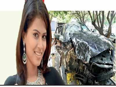 Actress Sharmila Mandre hurt as car crashes into Vasanthnagar railway bridge pillar