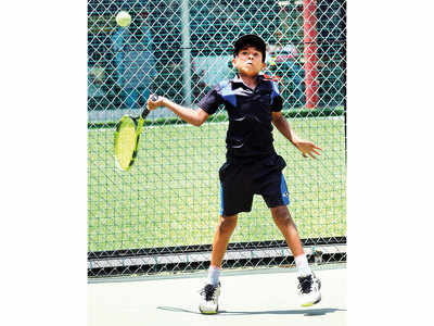 Khanvalkar, Kadle, Ranpise knock out seeded players
