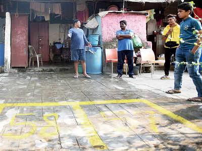 Dadar, Mahim locals upset as BMC starts marking hawking pitches outside their homes