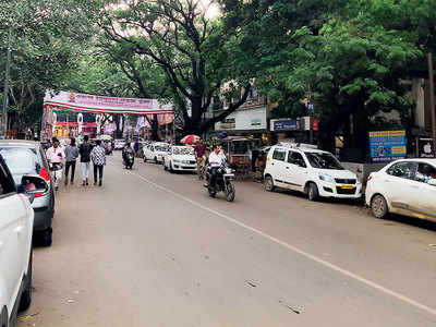 Illegal parking sparks a furore on Dhole Patil Rd