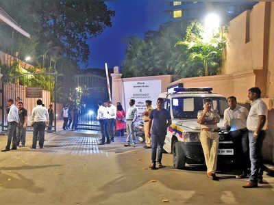 Karnataka Cong issues whip as BJP renews op. Lotus in city