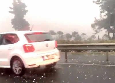 Fake News Buster: Ockhi causes Hailstorm on Mumbai-Pune Highway?