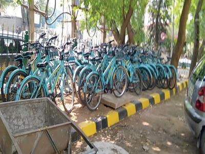 Corporator 'tows away' bicycles