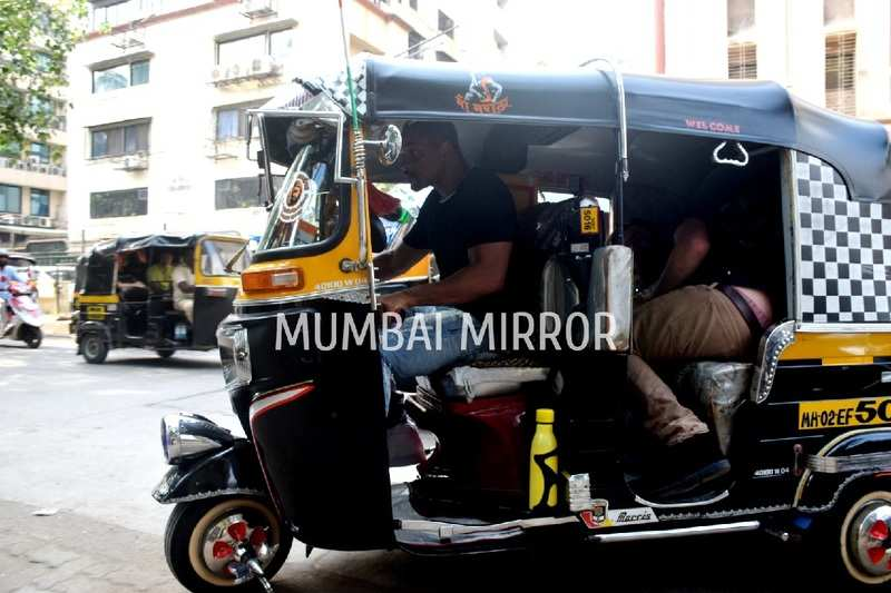 Fans go into a frenzy as Will Smith takes an auto-rickshaw ride in Mumbai