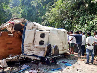 7 die as van falls in gorge in Andhra