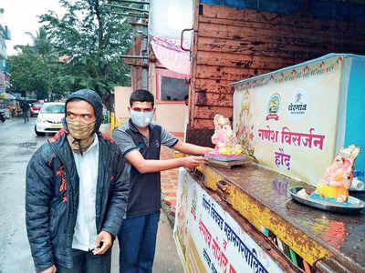 Social groups in twin towns help in visarjan