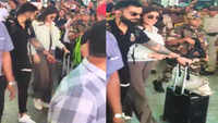 Fans go crazy as Virat Kohli and Anushka Sharma land at the Bengaluru airport