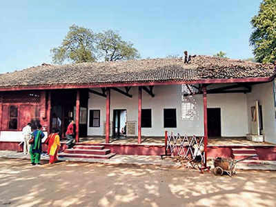 15-min stop at Gandhi Ashram