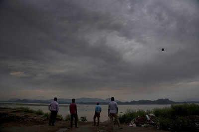 Cyclone Vayu to cross Gujarat on June 13; heavy rains expected in Mumbai tomorrow