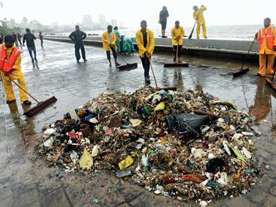 Mumbai rains: Sea spews back trash dumped by citizens, 70 workers have a hard time cleaning it
