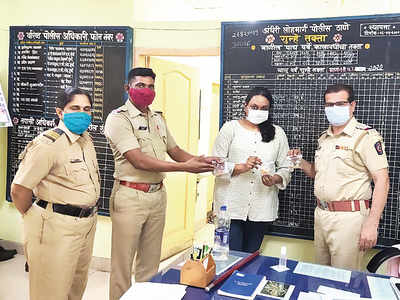 Lost & found (A pair of rings after 30 years, a chain after 20 years); Mumbai GRP special cell  returns valuables worth over Rs 10 cr to owners
