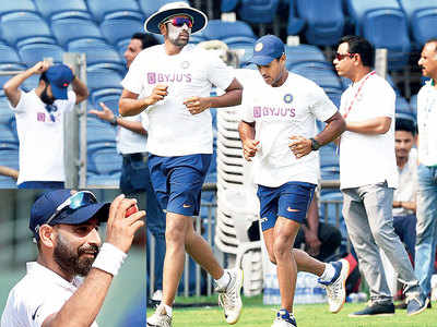 R Ashwin, Mohammed Shami's discontent may have healed by taking wickets