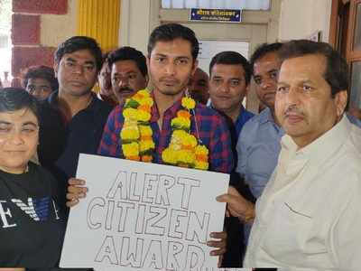 Uber driver who took poet to police station after overhearing CAA protest talk, felicitated by BJP