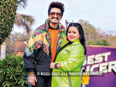Bharti Singh and Haarsh Limbachiyaa distribute food among building guards on duty; thank them for their relentless support