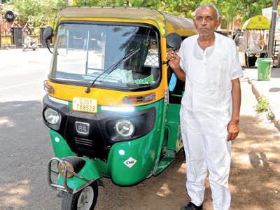 Hungry and helpless, 9,000 auto drivers in Juhapura seek govt nod to hit the roads