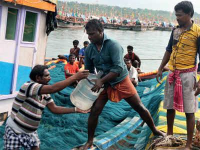 Devgad hosts Ockhi-hit fishermen