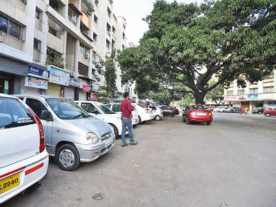 Unclaimed vehicles halt footpath work