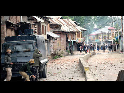 Six militants gunned down in 2 encounters in Kashmir