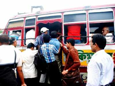 Kolkata: As two buses try to overtake each other, senior citizen gets injured