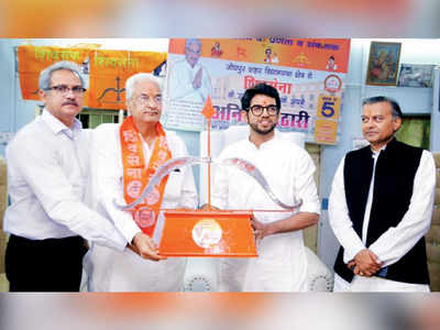 Shiv Sena goes all out to become a national outfit