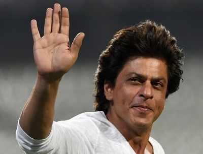 Shah Rukh Khan runs after his son AbRam at the Eden Gardens, Kolkata