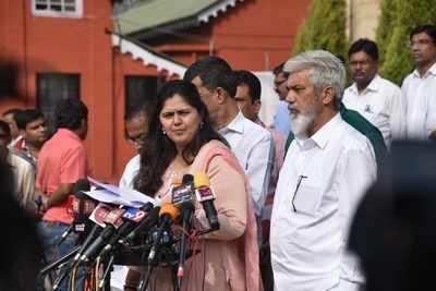 Pankaja Munde to take on Dhananjay Munde in battle for Parli