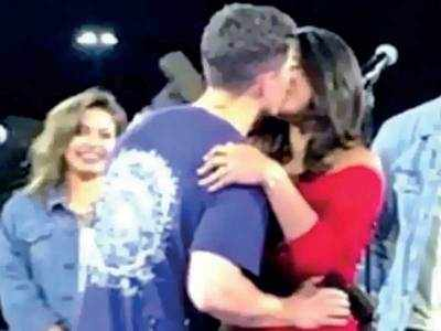 Priyanka Chopra Nick Jonas Seal It With A Kiss