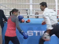 Union minister Rajyavardhan Rathore turns sparring partner for Mary Kom