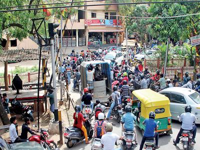 Bengaluru: Tussle between BBMP, Railways delays much-awaited overbridge at Chinnappanahalli railway gate