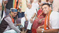 Watch: Shivraj Singh washes feet of Jan Sangh workers in Vijayawada