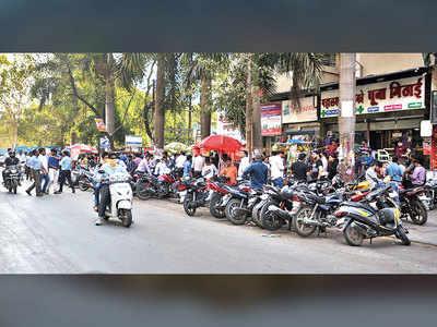 Stalls irk public near Viman Nagar society