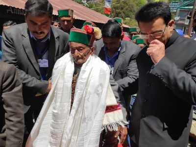 Independent India's first voter Shyam Saran Negi casts his vote in Himachal Pradesh
