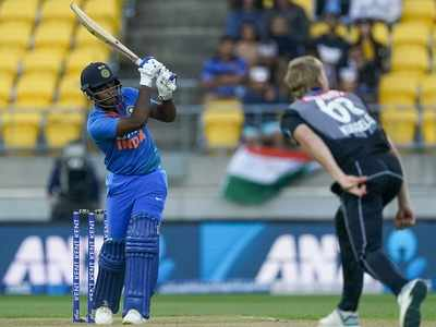 India vs New Zealand 4th T20I: Fans disappointed, Twitter abuzz with memes as Sanju Samson fails to perform