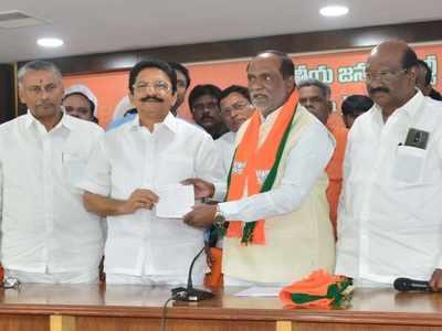 Former Maharashtra Governor Vidyasagar Rao takes BJP membership in Telangana