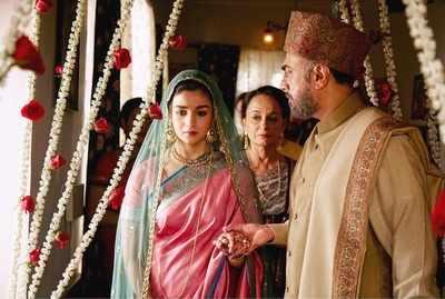 Raazi first weekend box-office collection: Alia Bhatt-Vicky Kaushal film mints Rs 32.94 crore