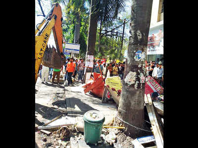 PMC uproots Viman Nagar encroachments