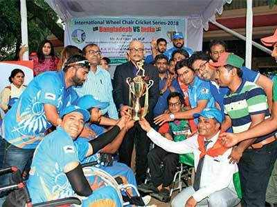 Sachin comes to rescue of wheelchair cricket team