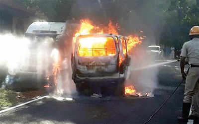 Karnataka: Van catches fire; close shave for kids
