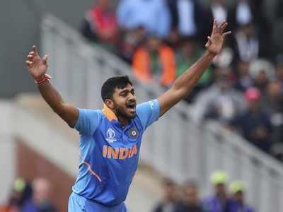 Vijay Shankar out of World Cup, Mayank Agarwal set to join team