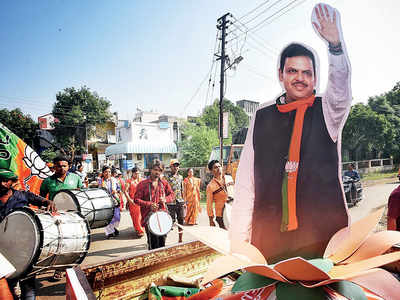 In Fadnavis's home, friends and family hold the fort