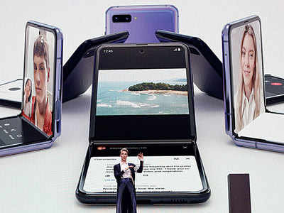 Samsung unveils compact foldable phone, 5G flagship