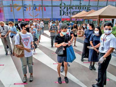 Long queues as Thai malls reopen after virus shutdown