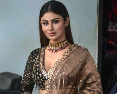 Mouni Roy slams Metro authorities after rock falls on her car at Juhu signal